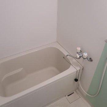 お風呂は爽やかカラー。
