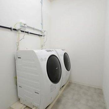 ランドリー&乾燥機は無料です!
