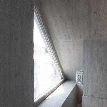この三角形の窓がかわいい。。