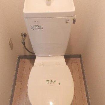 トイレは玄関正面に。※写真は前回募集時のものです