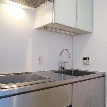 キッチンはIH2口コンロ。
