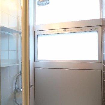 こちらがシャワールーム。
