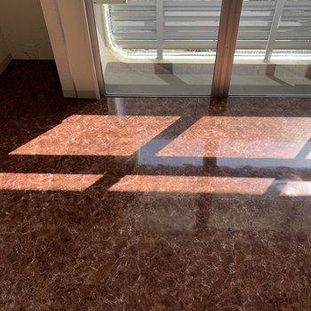 床に落ちる光も素敵。