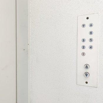 エレベーターのボタンも好き!