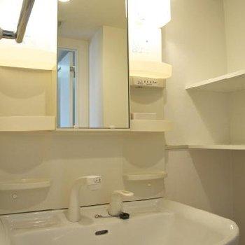 洗面台※写真は別の階のお部屋
