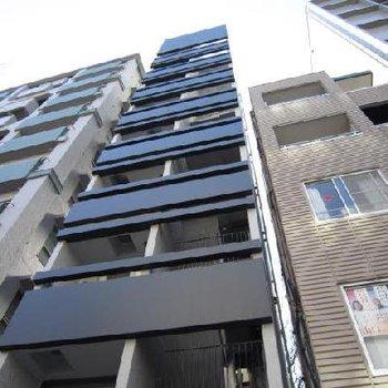 本郷通り沿いに面した9階建マンション