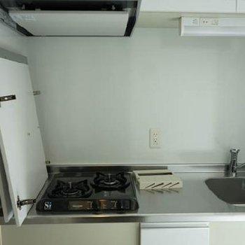 キッチンはしっかりガス2口。※写真は前回募集時のものです