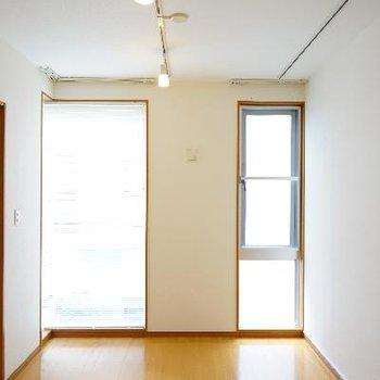 2階は8帖のお部屋で明るい!!