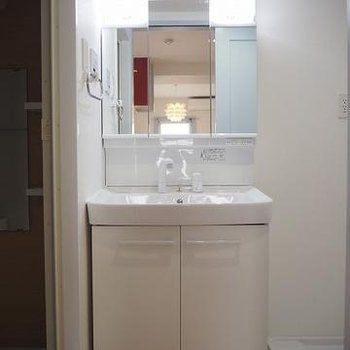 使い勝手の良さそうな洗面台※写真は4階