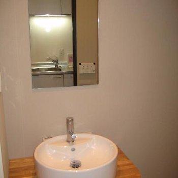 丸くてかわいい洗面台♪※写真は別部屋です