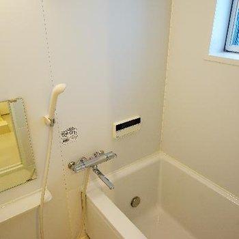 お風呂は追い焚き&乾燥機&小窓付き!