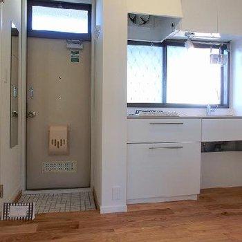 キッチン、水周りと居室を分けた間取りに※写真は別部屋
