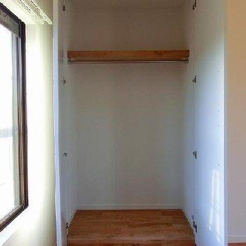 押入れをクローゼット化に。※写真は別部屋
