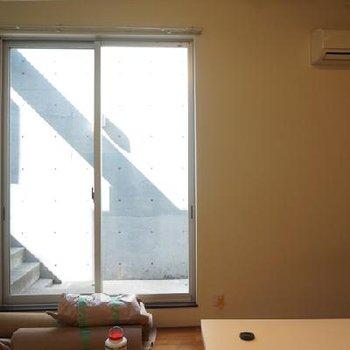 高さ2mくらいありそうな大窓。※写真は別部屋