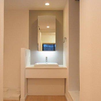 独立洗面台もスタイリッシュ※画像は別室です