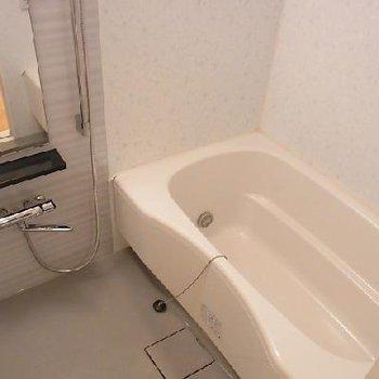 大型のオートバス、浴室乾燥、追炊き付き※画像は別室です