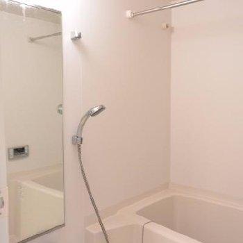 お風呂は普通です。棚もありません。