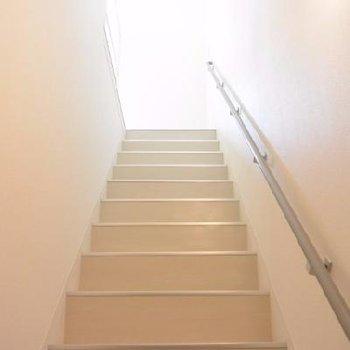 階段はちょっとひんやり。
