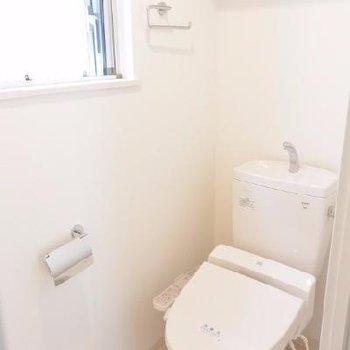 窓付きトイレ、ホッとします。