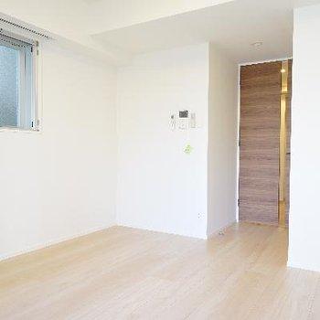 小窓はなので家具の配置が自由です♪
