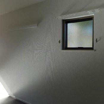 2面採光ですよ〜。小さい窓がなんか可愛い。※写真は別部屋