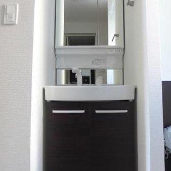 洗面台もシンプル。使い勝手はgoodです!※写真は別部屋