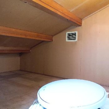 2階の和室の手前には小さな蔵つき!