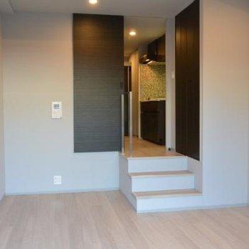 バルコニーからのお部屋。階段がいい感じ。