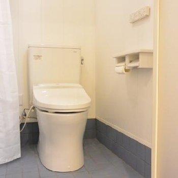 トイレ。妙に存在感があります。