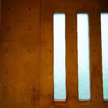 形もお洒落な窓です