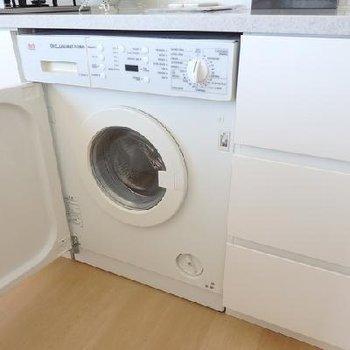 ドラム式洗濯機備え付け~!※写真は別部屋