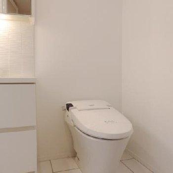 タンクレスのスマートなトイレで。
