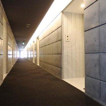 共用廊下もおしゃれに。