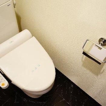 ウォシュレット付のトイレ。