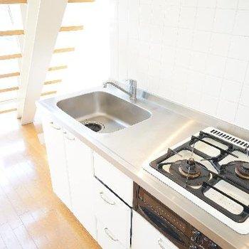 キッチンは2口ガスにグリル付!