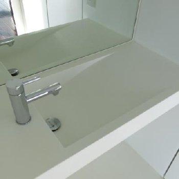 独立洗面台はちょっと変わってます。※写真は別室です