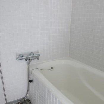 お風呂は良い感じ。タイル張りです。※写真は別室です
