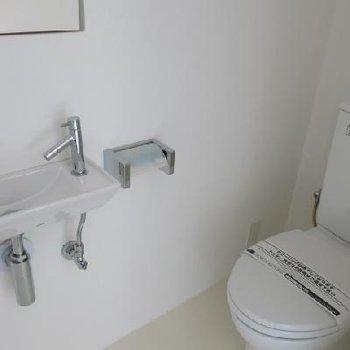トイレ※写真は別室です。手洗いはなしです。