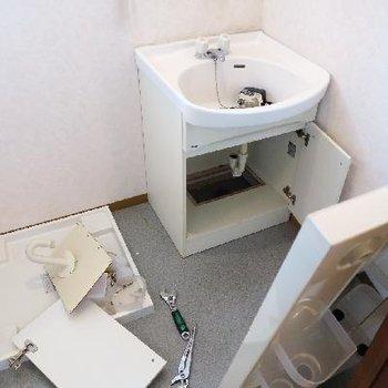 洗面台は修理中のようです!