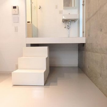床下収納しよう!階段も可動式です ※写真は別部屋です