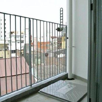 バルコニーの柵がシュッと ※写真は501号室