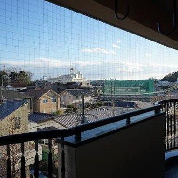 坂と階段ののぼりがいのある眺望です。※写真は5階、別部屋です