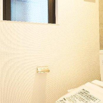 トイレもウォシュレットと窓が◎