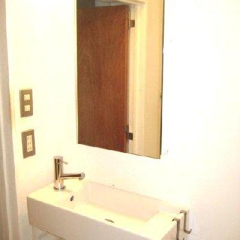 小さな小さな洗面台。でもあるだけでやっぱり違いますよね◎