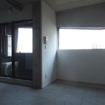 変わった帯状の窓※写真は803号室