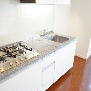 キッチンは4口と充実の機能性!