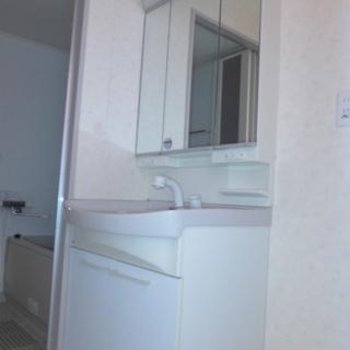 洗面台はゆとりのあるサイズで使い勝手good!※写真は9階