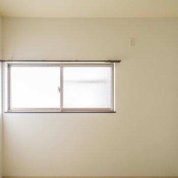 ダイニングにも窓があります。
