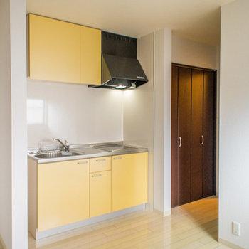 黄色が可愛いキッチン