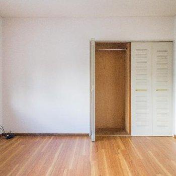 9.4帖の寝室。広〜い!!